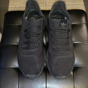 Grades school adidas black tubular shadow sneaker